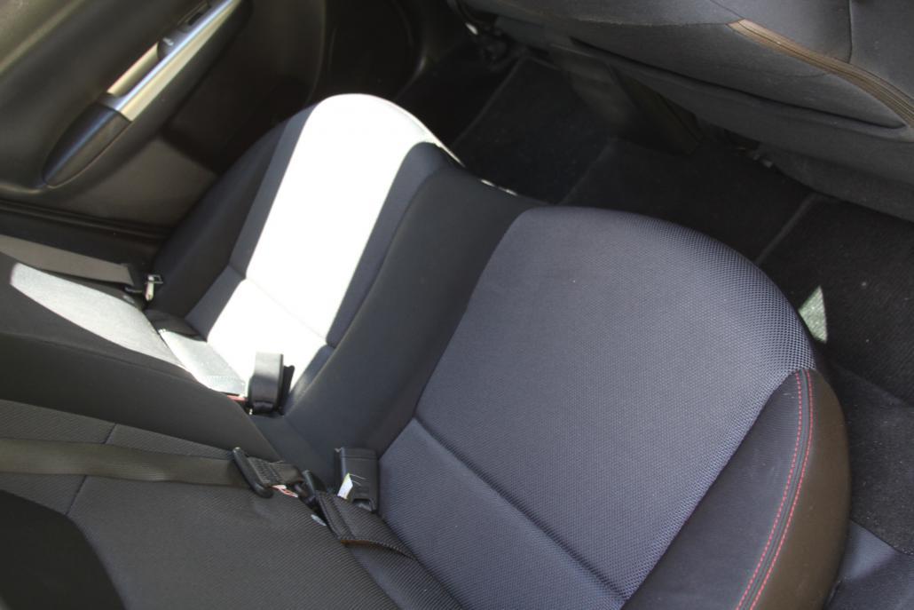 Click image for larger version.�  Name:interior backseat.jpg� Views:12� Size:59.2 KB� ID:268498